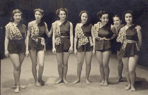 Le costume du Chalutier. Théâtre Rex, 22-23/05/1948. Archives de Rita Gabbai.